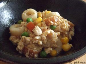 ヘルシーで簡単!ちくわと煎り豆腐のミックスベジタブル和え